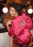 th_21141_fashiongallery_VSShow08_Backstage_AdrianaLima-24_122_1166lo.jpg