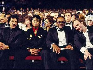 1986- The 28th Grammy Awards Th_799212625_lionel_richie_122_179lo