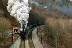 22 Beautiful Trains Wallpapers  Th_76391_tduid1721_Forum.anhmjn.com_20101124121950013_122_184lo