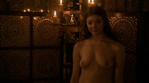 DEE nude MAISIE