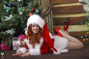 http://img143.imagevenue.com/loc249/th_531550946_silver_angels_Sandrinya_I_Christmas_1_089_123_249lo.jpg
