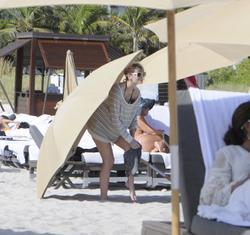 http://img143.imagevenue.com/loc350/th_531251599_Mischa_Barton_Bikini_Candids_on_the_Beach_in_Miami_December_27_2011_200_122_350lo.jpg
