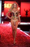 th_51839_celebrity_city_Victoria_Secrets_Models_Show_22_123_558lo.jpg