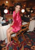 th_20580_fashiongallery_VSShow08_Backstage_AdrianaLima-12_122_801lo.jpg